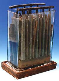 Az első akkumulátorok egyike.
